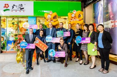 Lucky number 17! New Cairns and Great Barrier Reef Travel Shop opens in Guangzhou